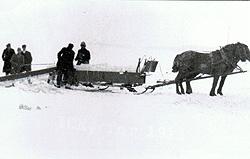 Harvesting ice, 1915